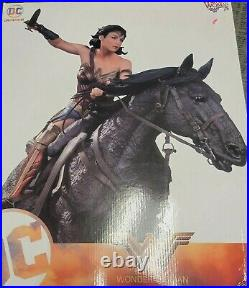 1/6 Scale Wonder Woman on Horse Deluxe Statue By DC Collectibles