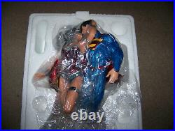 DC COMICS SUPERMAN & WONDER WOMAN THE KISS STATUE See Pictures