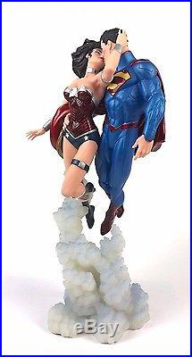 DC Collectibles The New 52 Statue Superman & Wonder Woman The Kiss