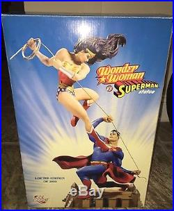 DC DIRECT VERY LIMITED EDITION WONDER WOMAN VS SUPERMAN STATUE #1298/2000 Large