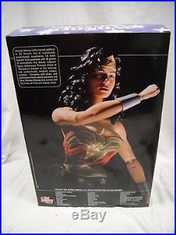 DC DIRECT WONDER WOMAN DELUXE COLLECTOR FIGURE 13 1/6 Scale Girl JLA Statue