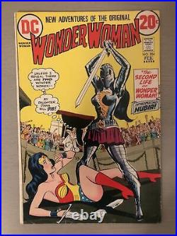 DC WONDER WOMAN Comic Book #204 1st APPEARANCE OF NUBIA WWs Sister