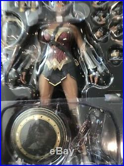 Hot Toys MMS359 Wonder Woman 1/6th Scale Collectible Figure Batman v Superman
