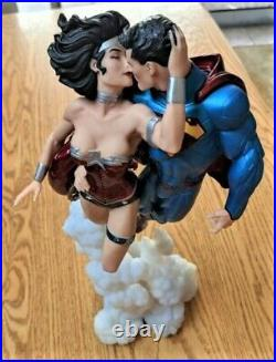 RARE DC Comics the New 52 Superman & Wonder Woman THE KISS s13 Statue Repaired