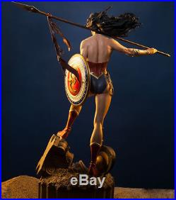 Sideshow Collectibles Exclusive Wonder Woman Premium Format Statue w / Axe
