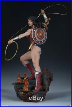 Sideshow Collectibles Wonder Woman 22 Inch Premium Format Polystone Figure