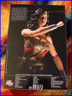 WONDER WOMAN Classic / DC Direct 13 Deluxe 1/6th Action Figure MIB / JLA
